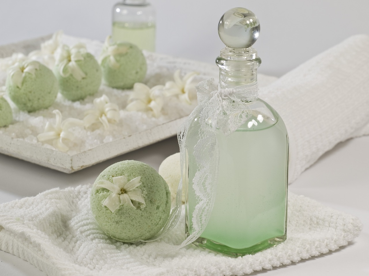 parfum und badekugel
