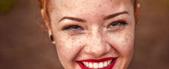 Frau,lachen,rote lippen