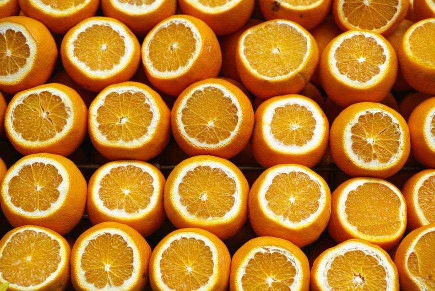 Orangensaft als Bestandteil der Ernährung im Alter