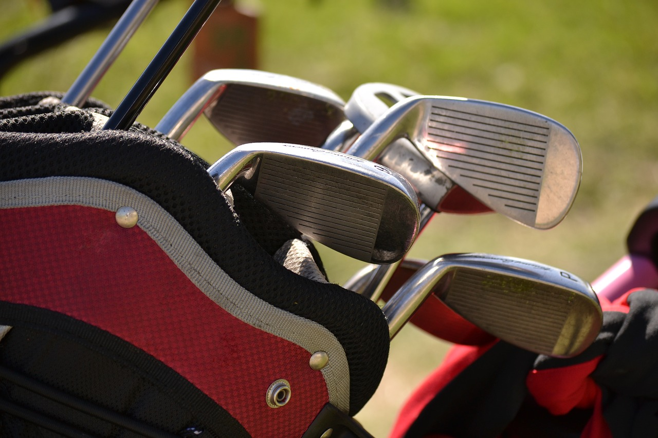Schläger im Ausland leihen oder eigenes Golfgepäck mitnehmen?